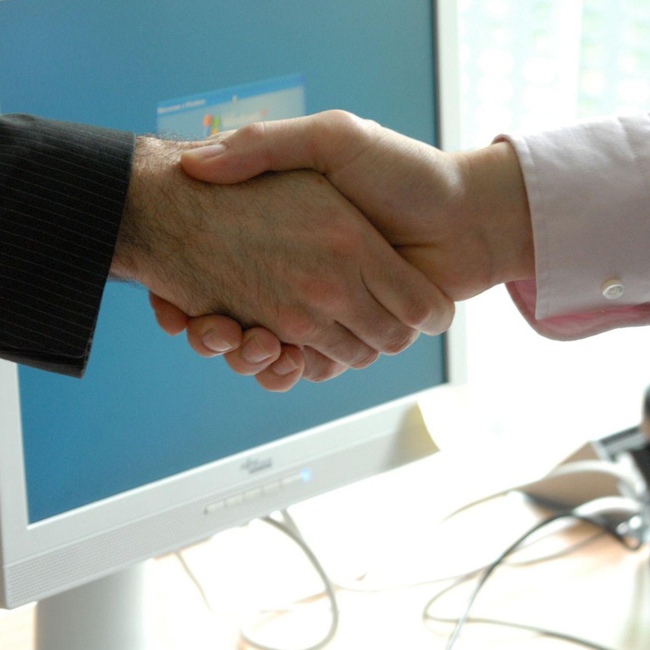 Como e quando é recomendado fazer parcerias com outras marcas?