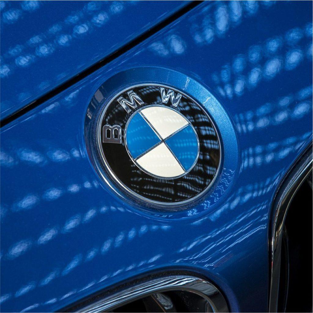 Por que marcas de carro estão mudando seus logotipos?